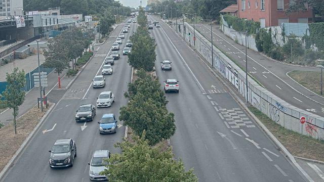 Webcam au début de l'autoroute A43. Caméra située à Lyon sur l'avenue Jean Mermoz. Vue orientée vers Grenoble